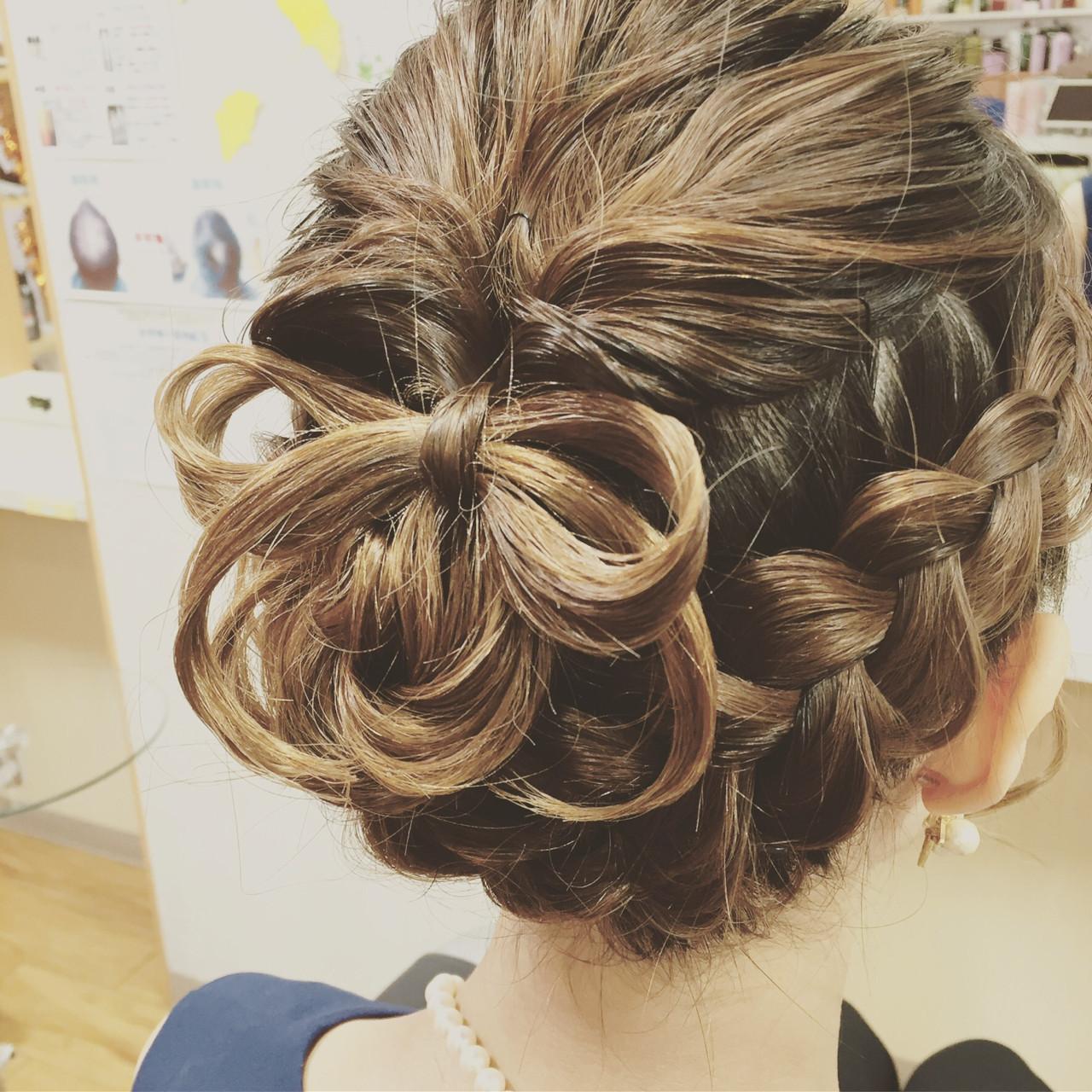 フェミニン ミディアム 結婚式 編み込み ヘアスタイルや髪型の写真・画像