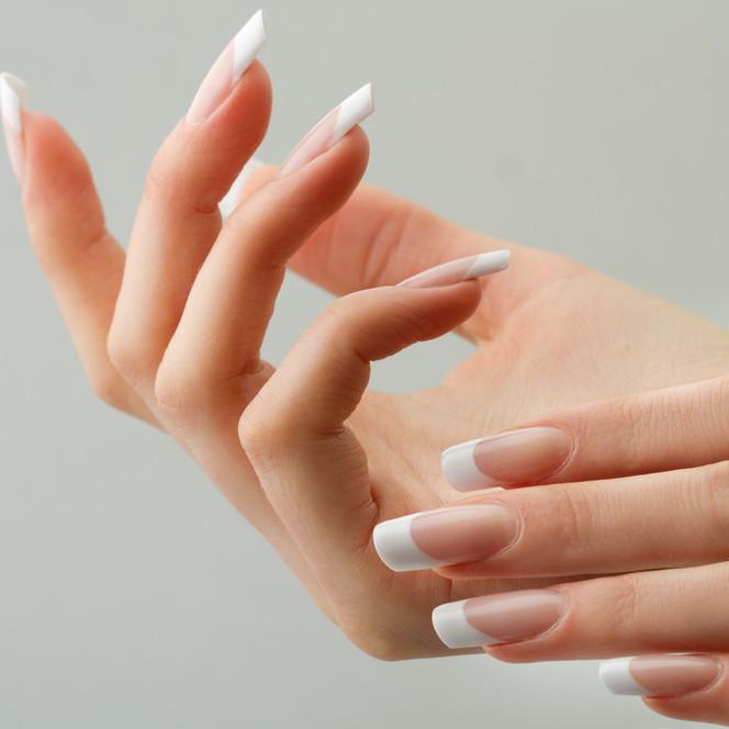 指先をキレイに魅せちゃう♡美しさが持続する基本的なマニキュアの塗り方