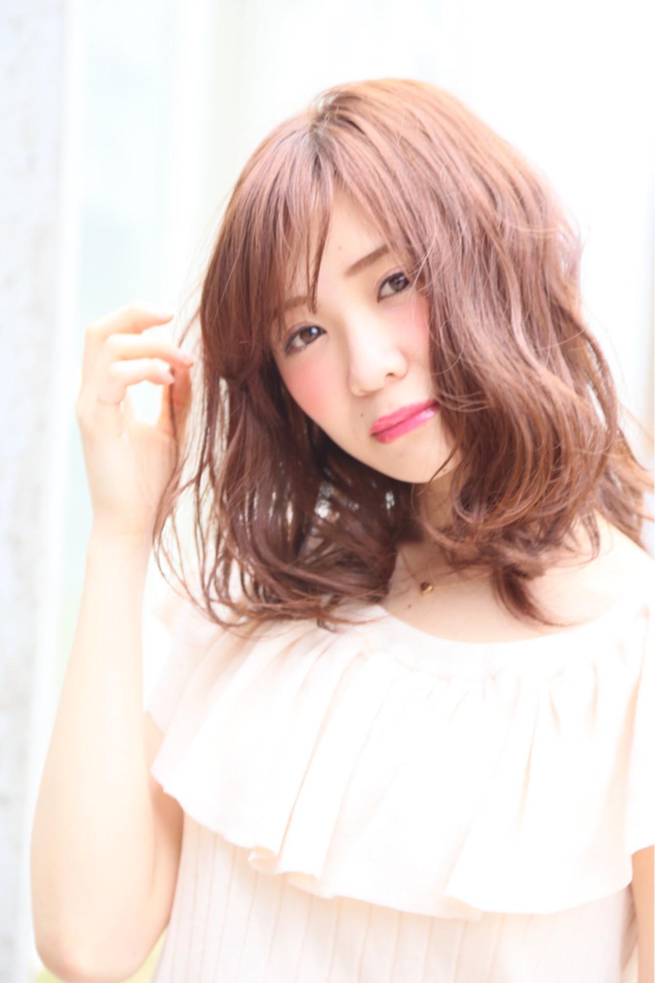 フェミニンな髪色でモテを目指す!ピンクアッシュでつくるスウィートヘア 高岡茉由