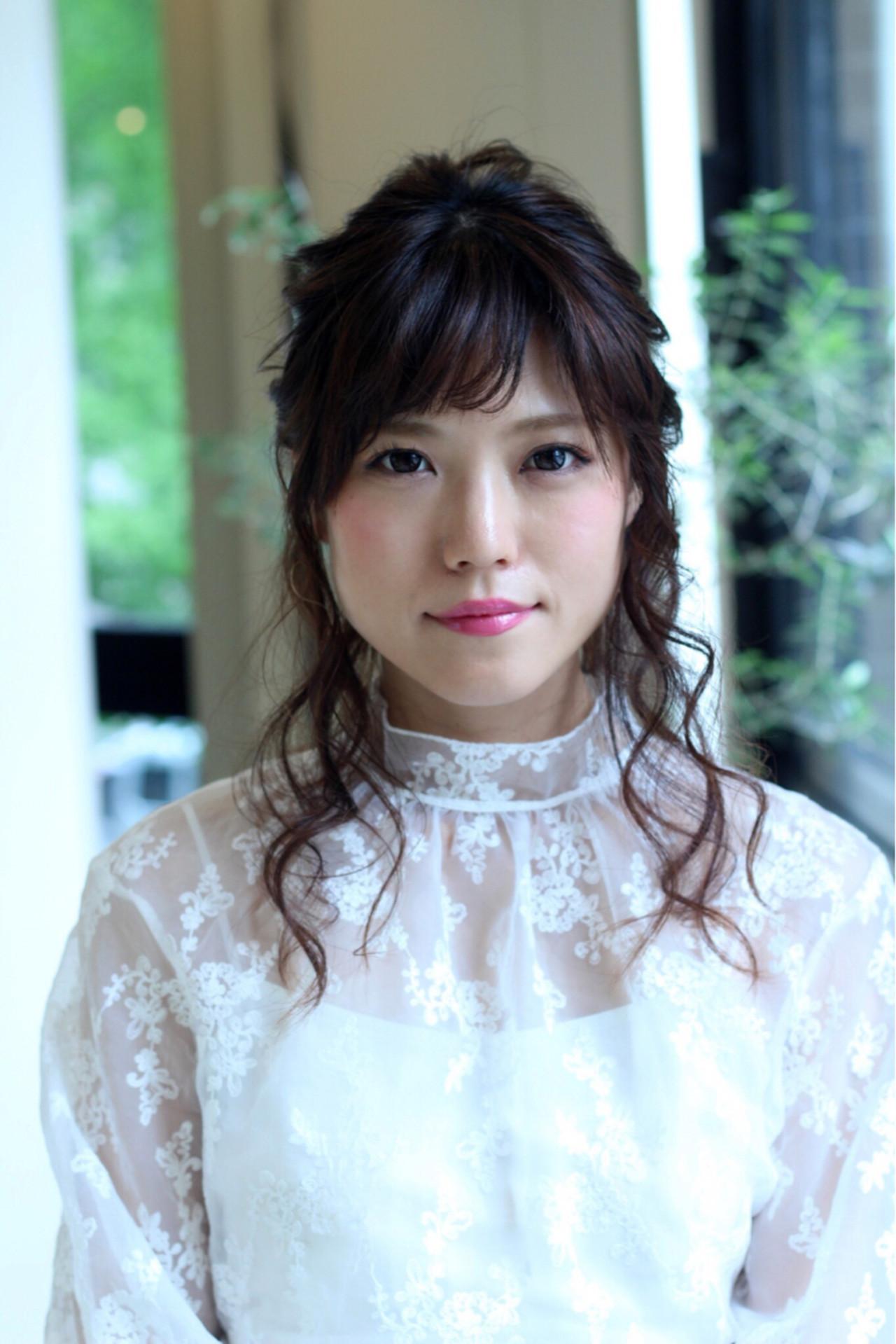 【結婚式】小顔に見せる髪型10選♪セミロングの上品ヘア