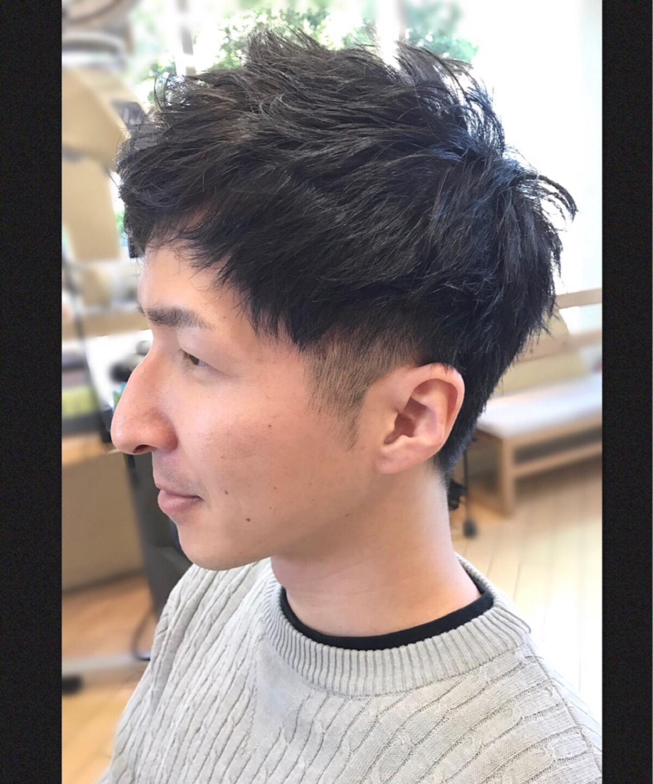 刈り上げ 黒髪 メンズ ナチュラル ヘアスタイルや髪型の写真・画像