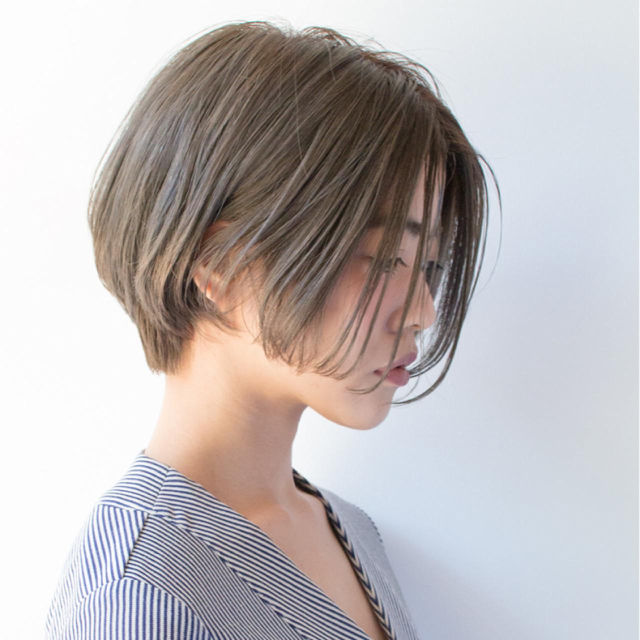 ショート ミルクティー アッシュ 大人女子 ヘアスタイルや髪型の写真・画像