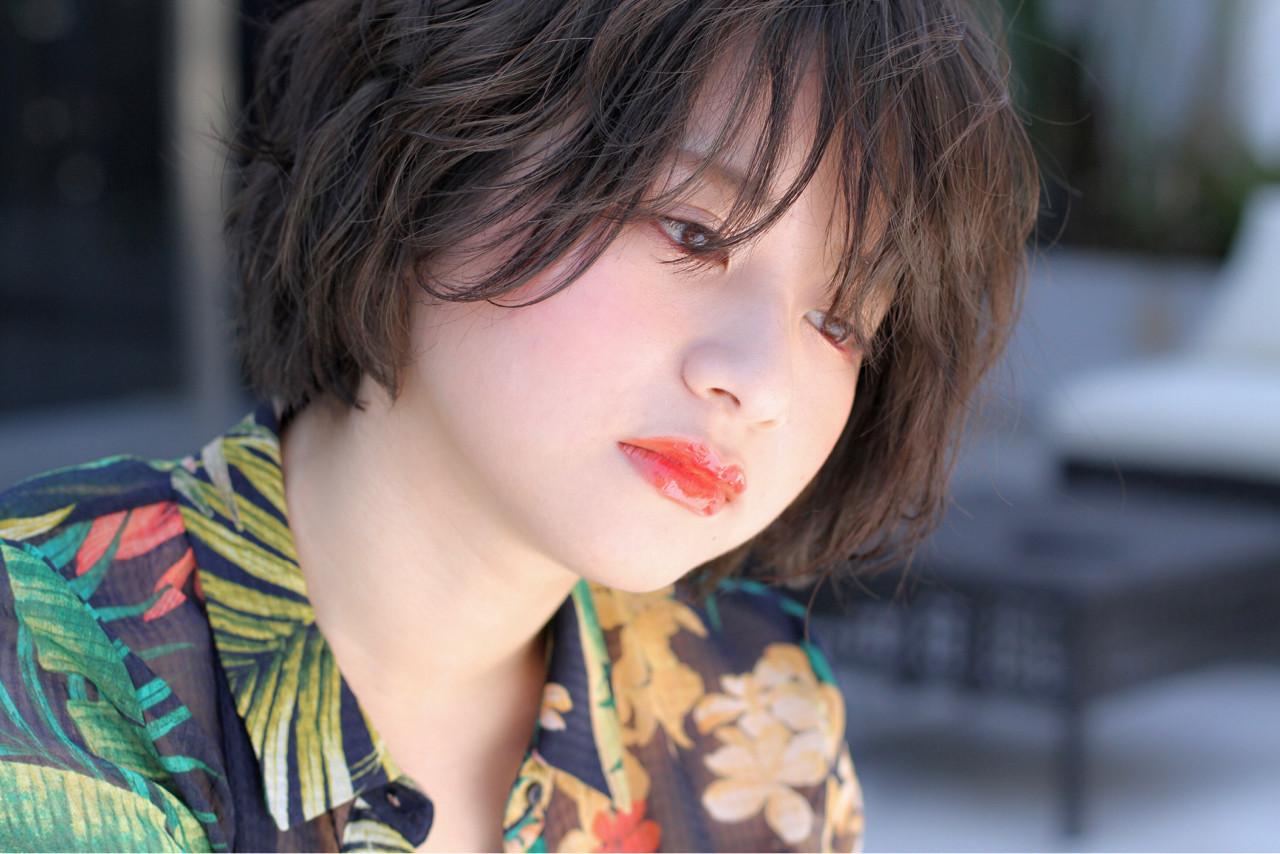 パーマ シースルーバング ショート リラックス ヘアスタイルや髪型の写真・画像