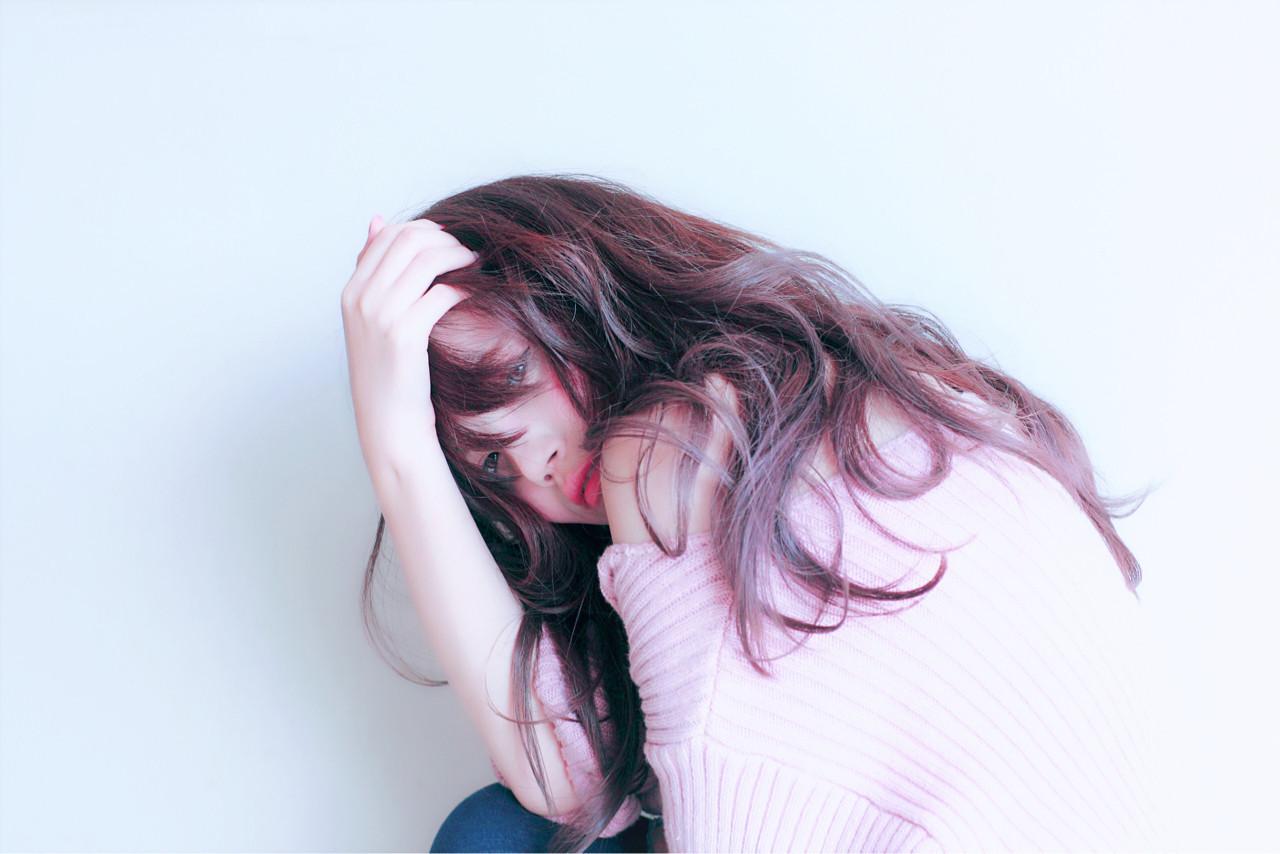 フェミニン グラデーションカラー グレージュ ラベンダーアッシュ ヘアスタイルや髪型の写真・画像