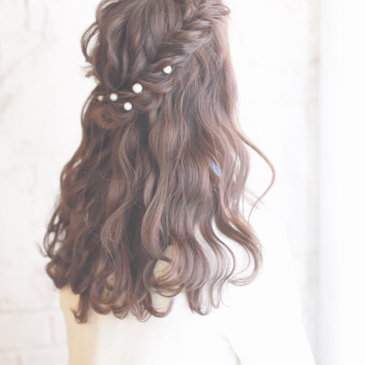 ハーフアップ 黒髪 外国人風 パールアクセ ヘアスタイルや髪型の写真・画像