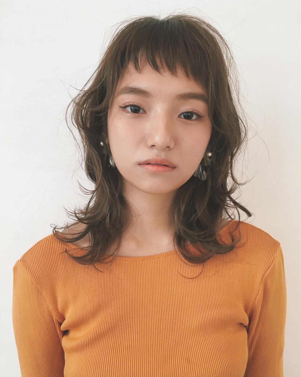 パーマ 斜め前髪 色気 ナチュラル ヘアスタイルや髪型の写真・画像