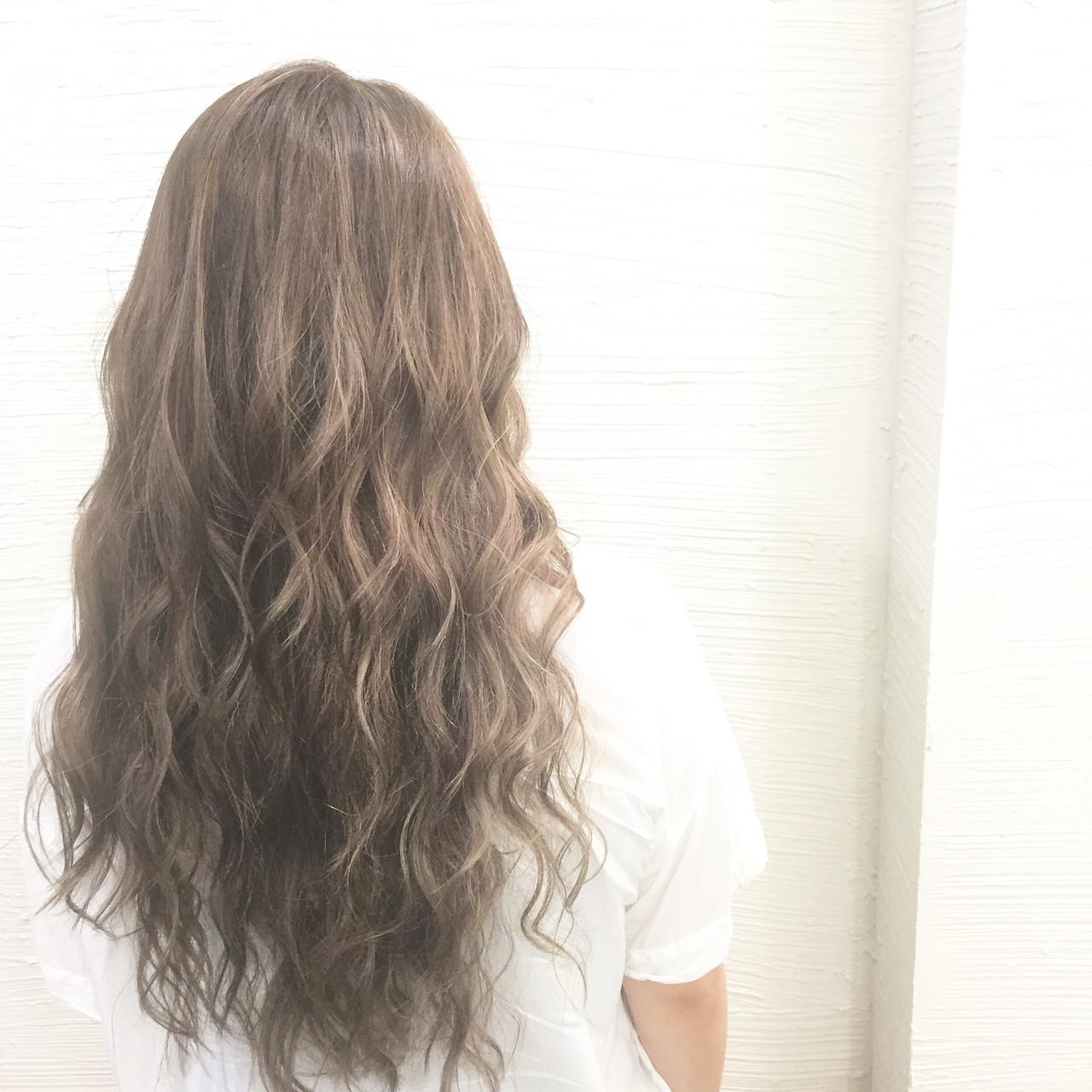 ブリーチ グレージュ ハイライト 外国人風 ヘアスタイルや髪型の写真・画像