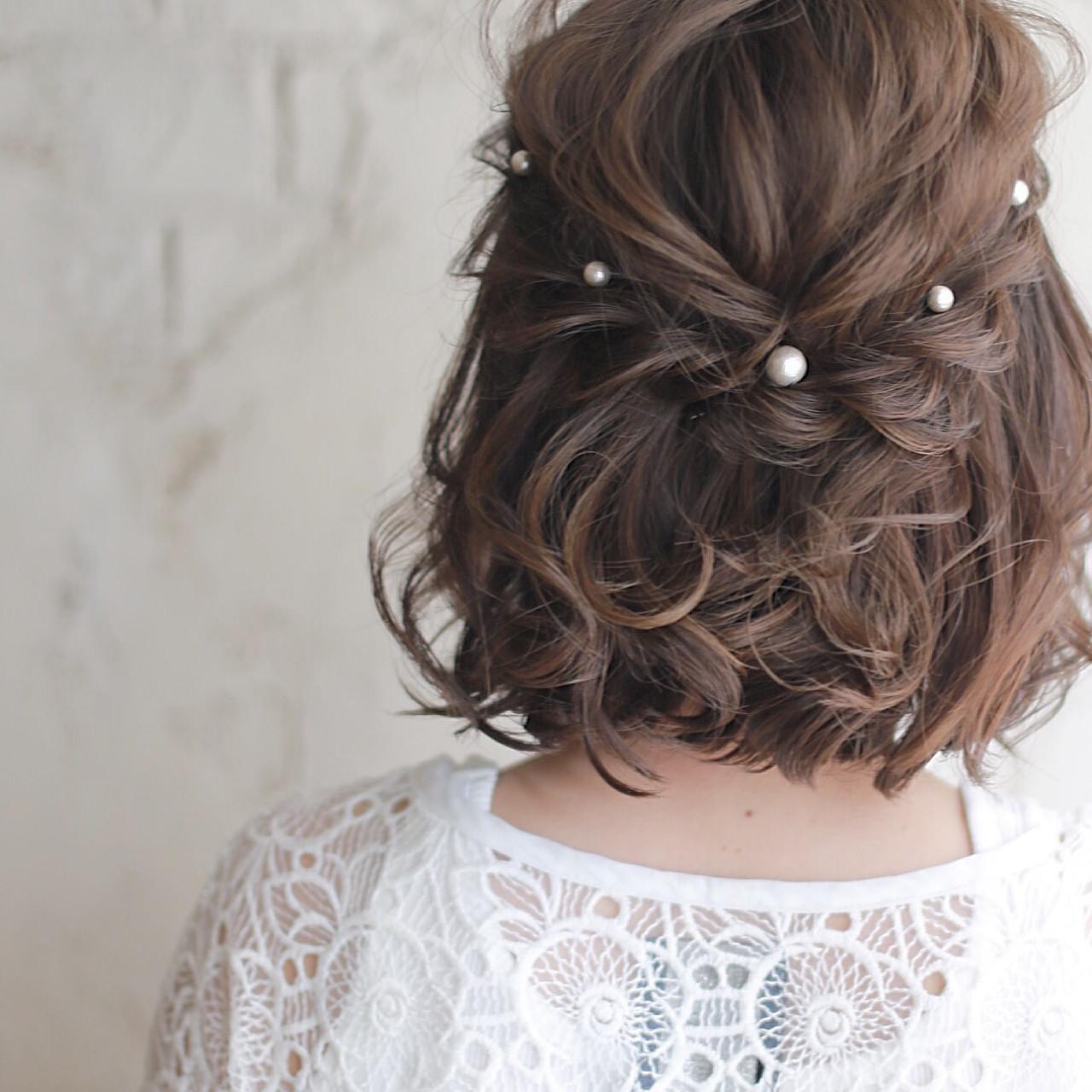 結婚式 お呼ばれヘアアレンジ シンプルで上品なミディアムの髪型