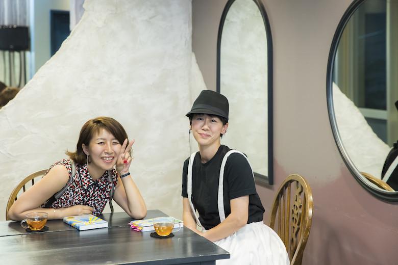対談後のUMiTOS代表の砂原由弥さんと『道を継ぐ』の著者の佐藤友美さん