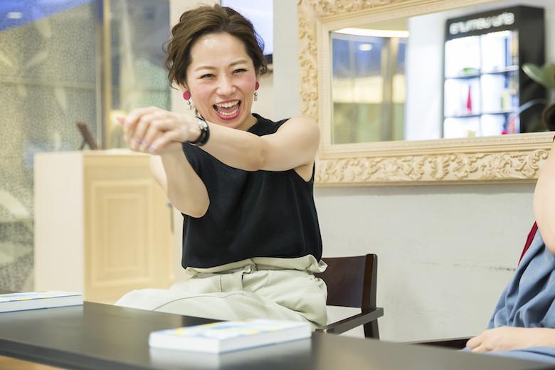 仕事について語る那須久美子さん