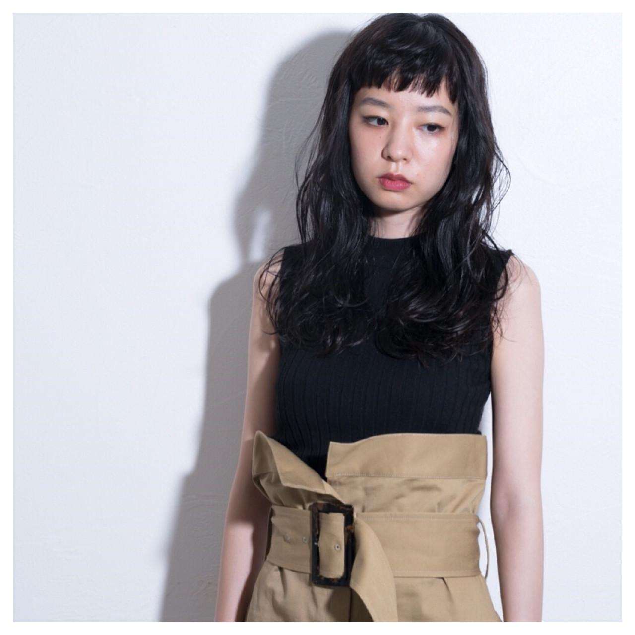 重めの前髪×ルーズなウェーブ Emiko Nakanishi