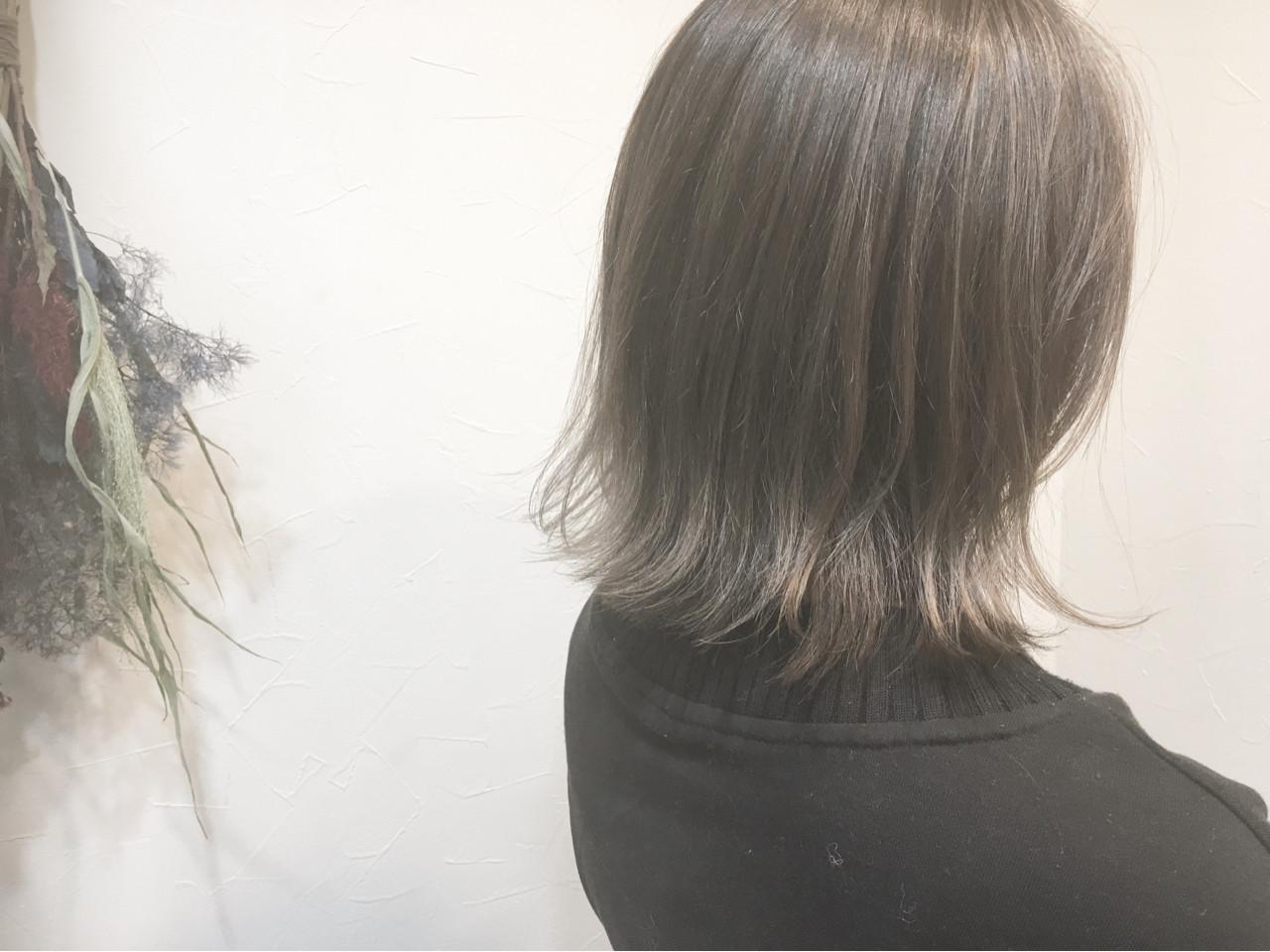 ミディアム こなれ感 アッシュベージュ エレガント ヘアスタイルや髪型の写真・画像