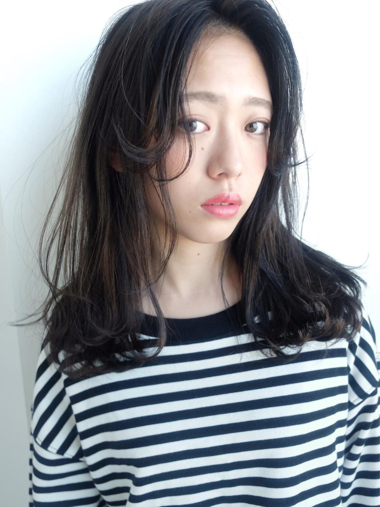 はね感のある前髪が新しい♡こなれ感ミディアム 日比野 恵理