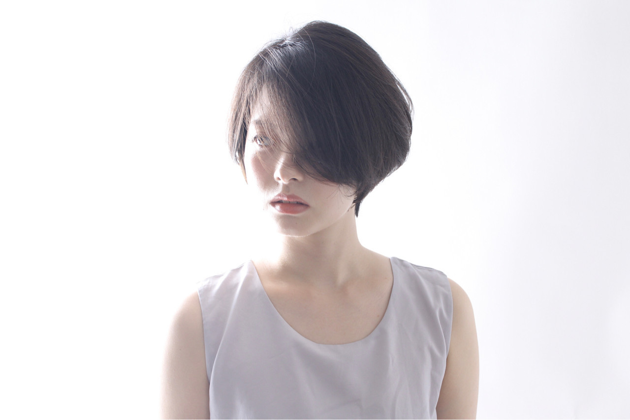 ハンサムな黒髪ひし形ショート 藤田恵子