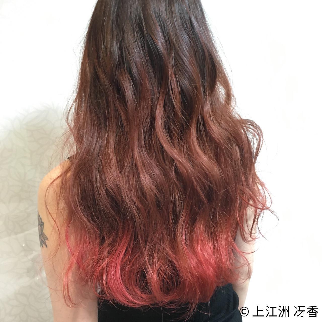 鮮やかなカラーを毛先に入れて個性的にも 上江洲 冴香