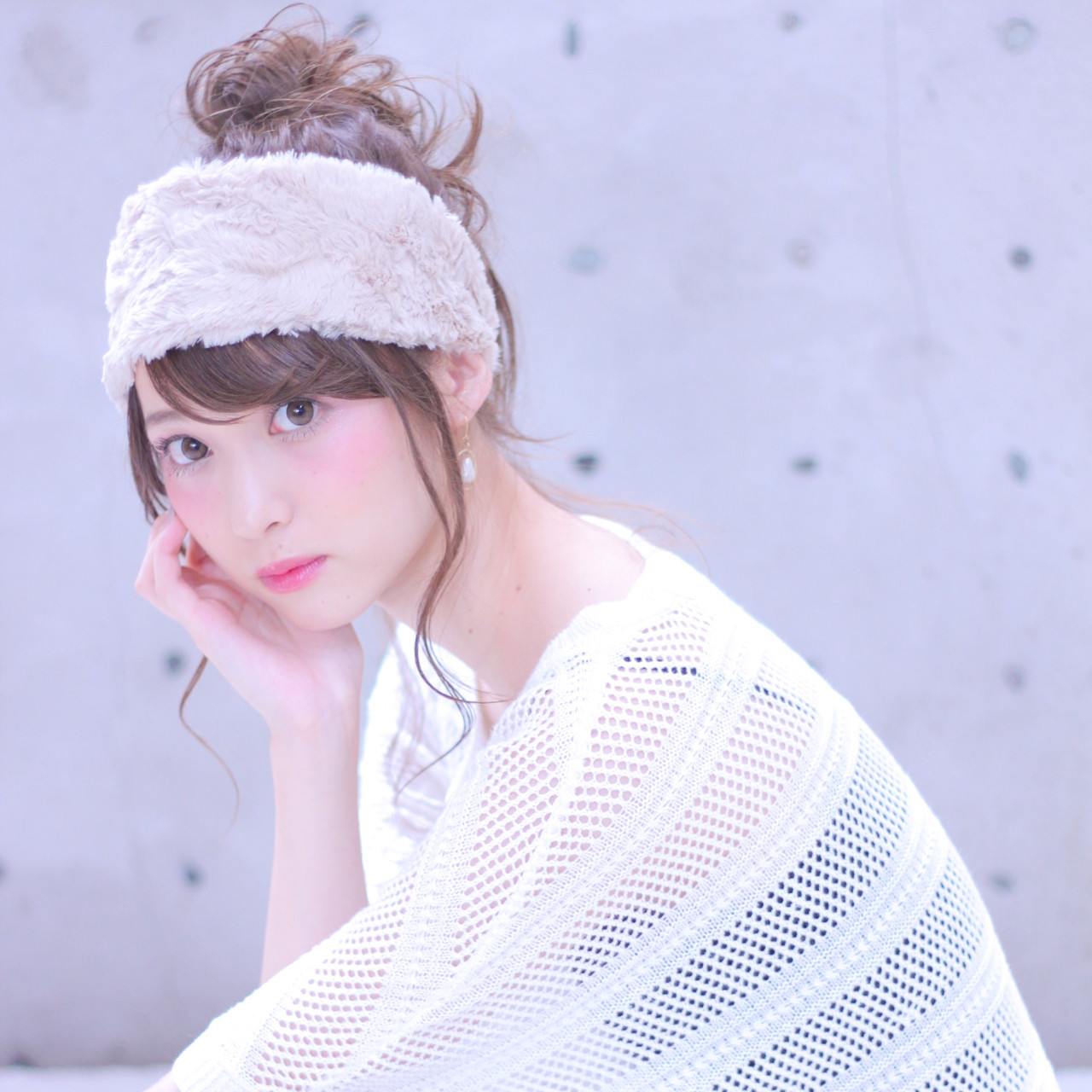 ファーヘアバンドでフェミニンアレンジ♡ Wataru Maeda