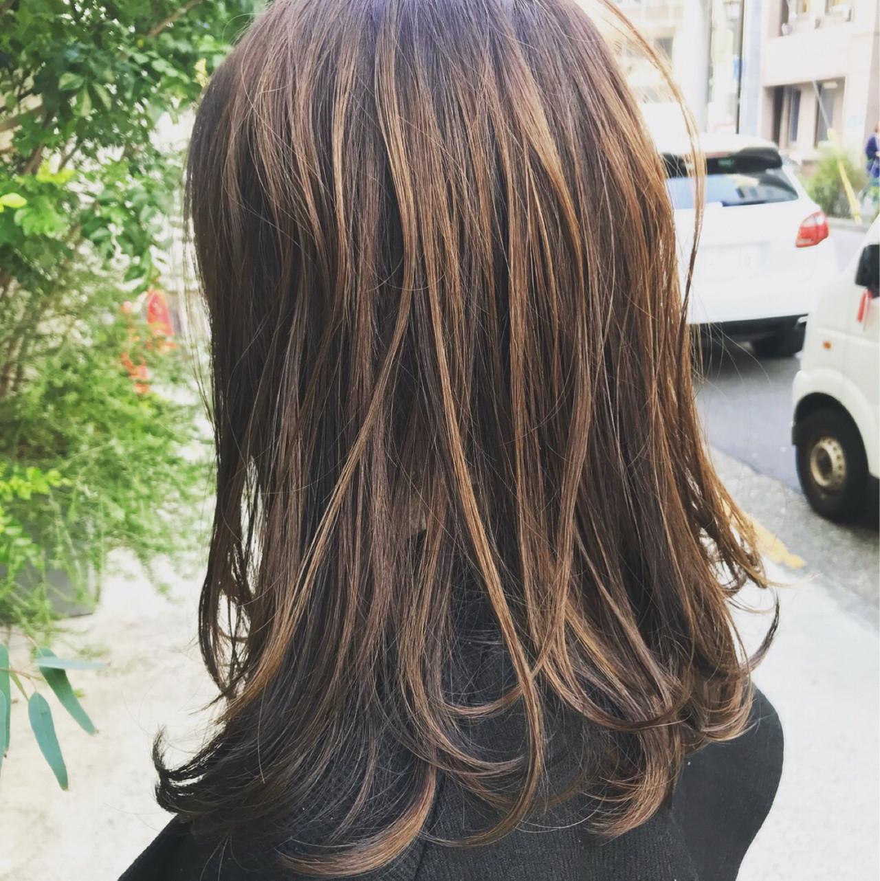 ミディアムヘアのローライトでフェミニンに♡ 松村卓人