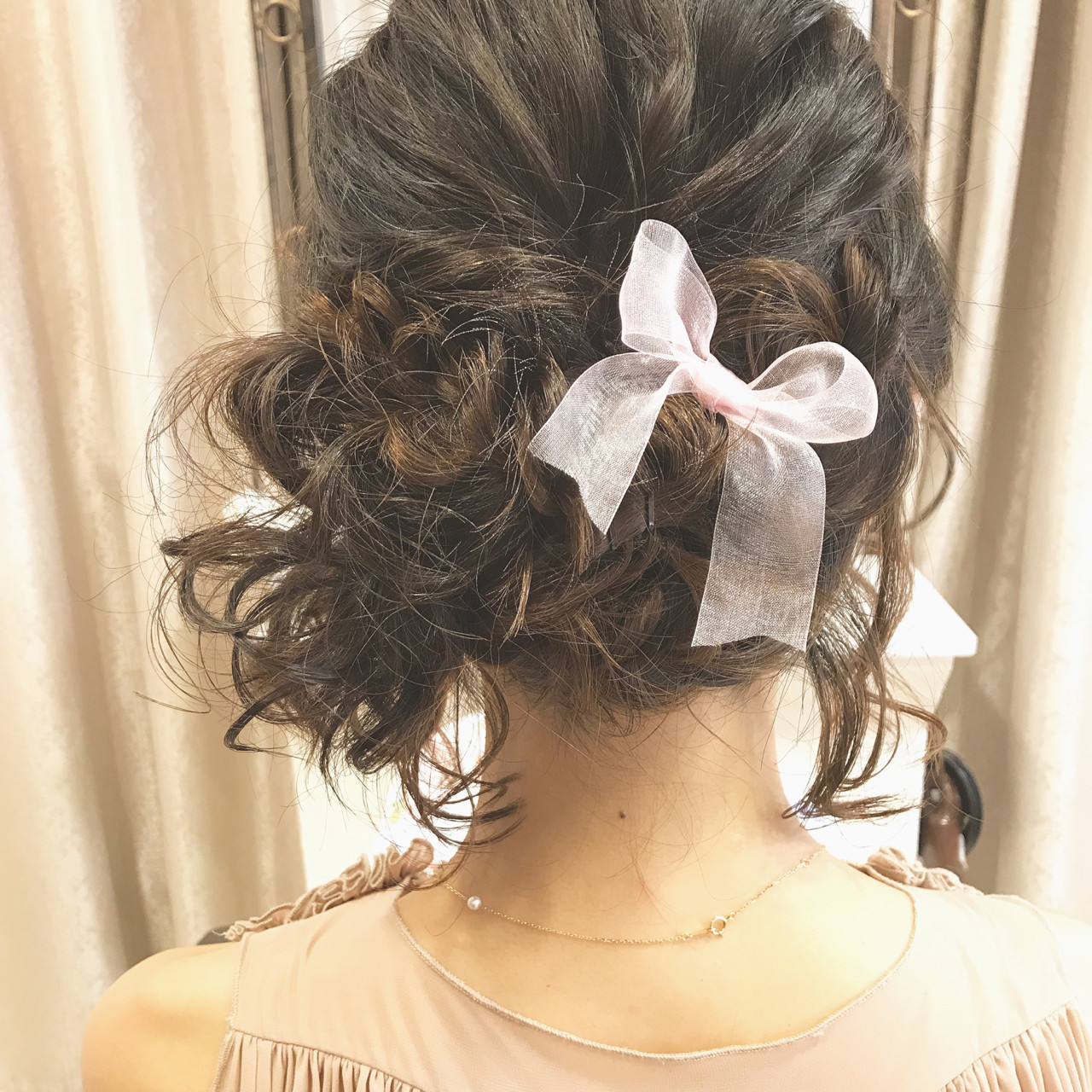リボンをつけて大人可愛い編み込みヘアに 大平 結花