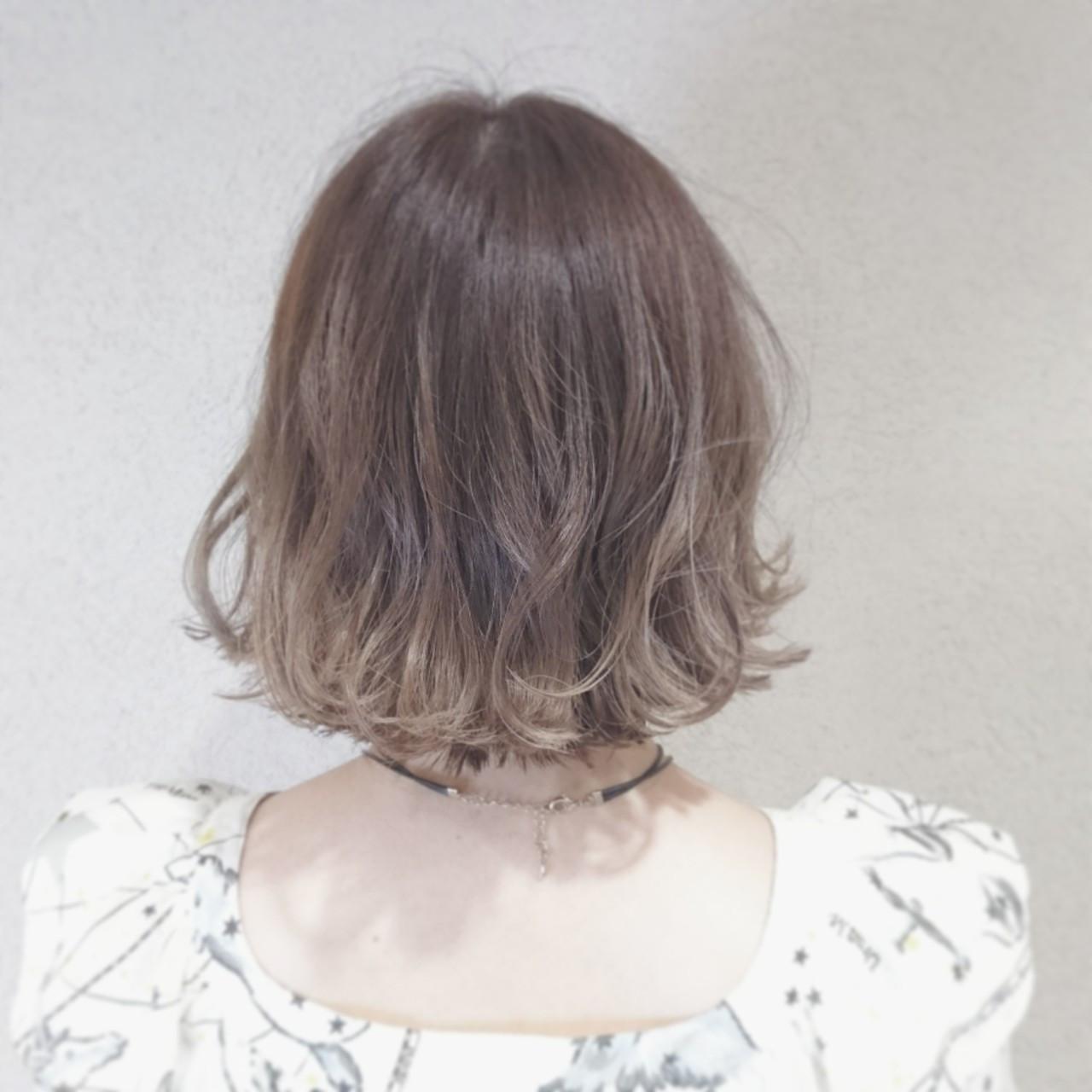 透明感 ボブ 外ハネ アッシュベージュ ヘアスタイルや髪型の写真・画像