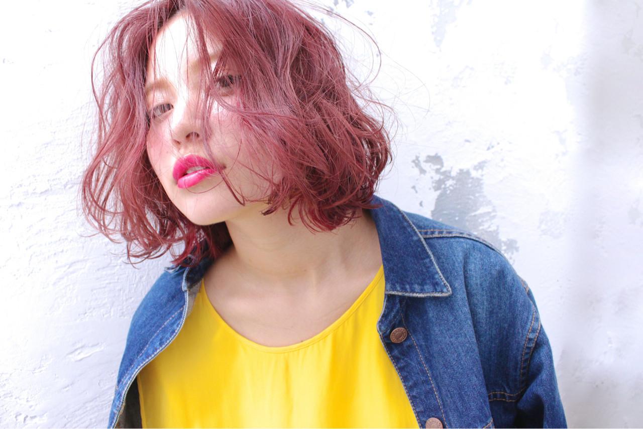 ピンク ミルクティー レッド 色気 ヘアスタイルや髪型の写真・画像