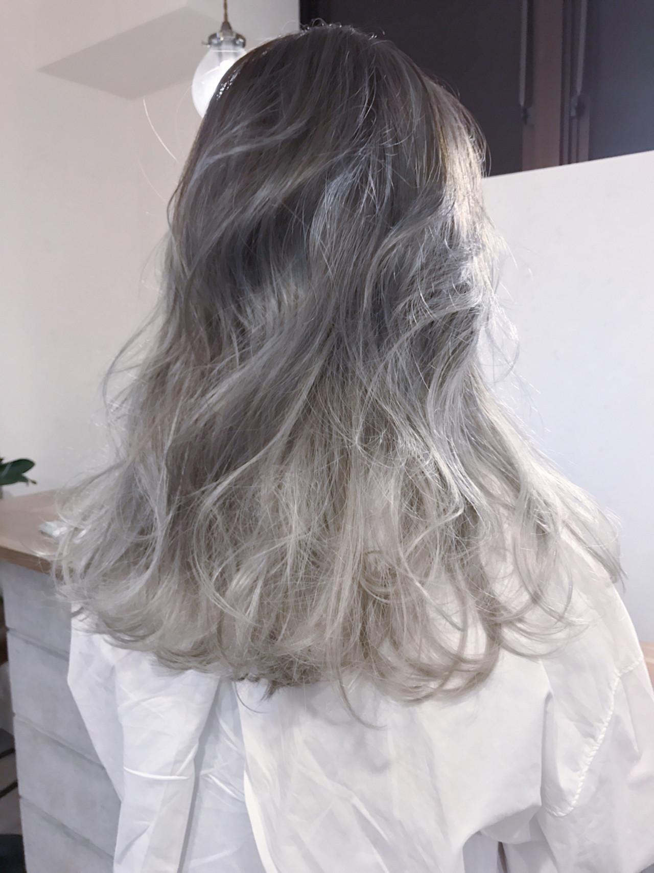 金髪 グラデーションカラー セミロング ハイライト ヘアスタイルや髪型の写真・画像