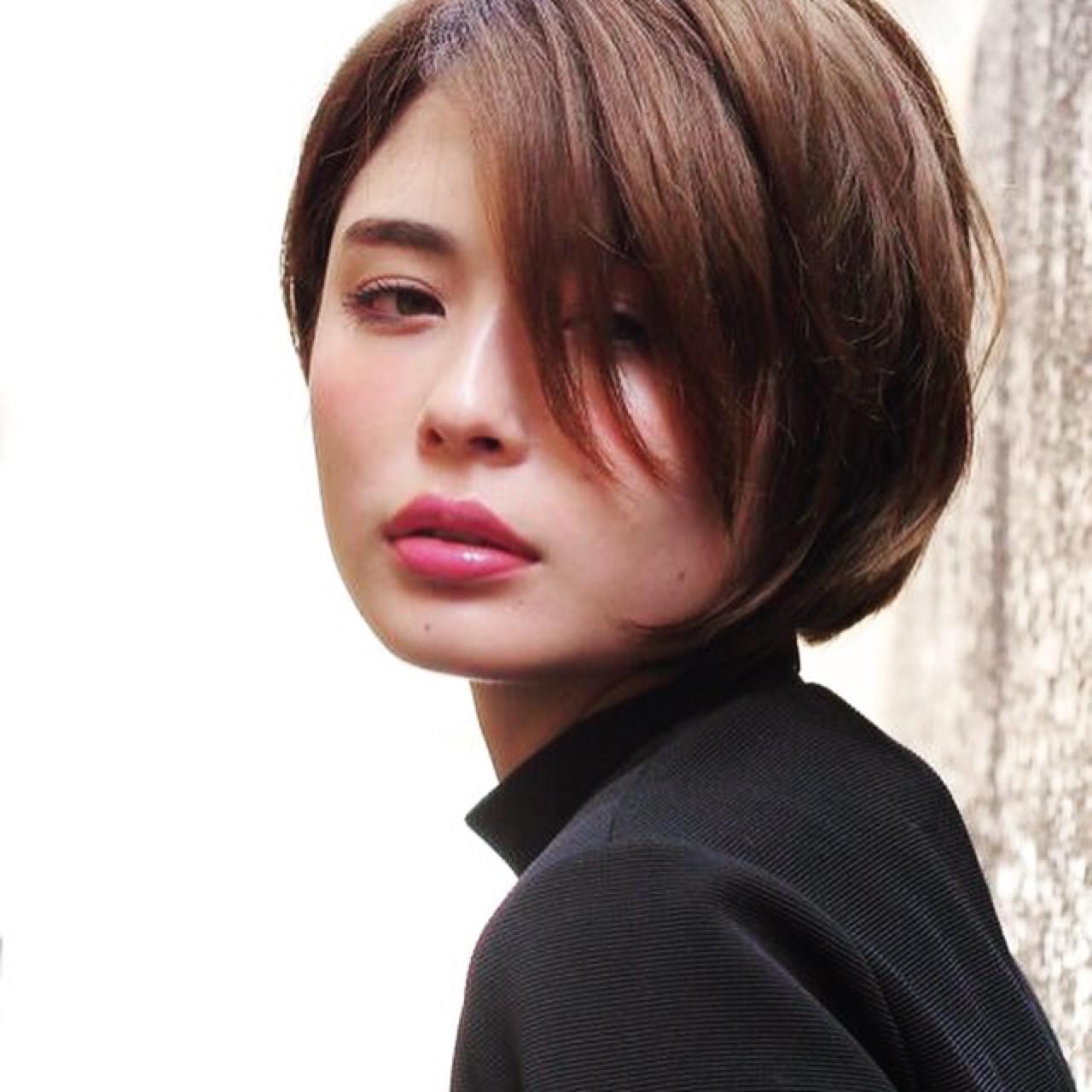斜めバングのショートヘアはクール感がさらにUP Hiroshi Kogure | circus by beautrium 表参道