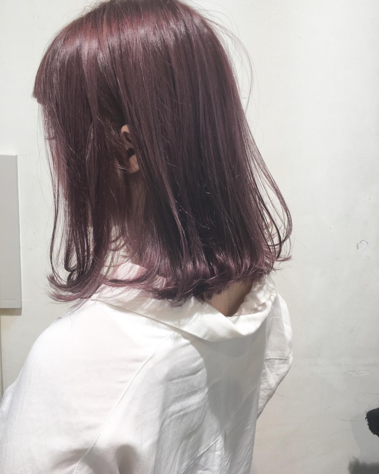 ピンクのシアカラーで大人っぽくスタイリング! 市岡 久