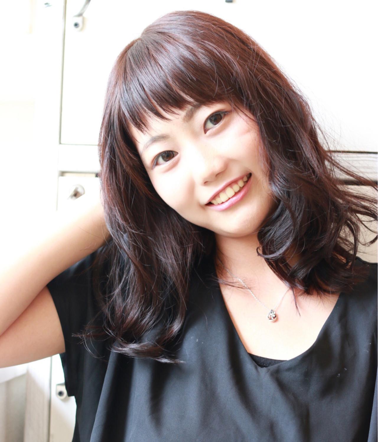 ミディアム×オン眉アシメでフェミニンな印象に♡ 秋山泰子 | AMANEQ by THISCOVER.