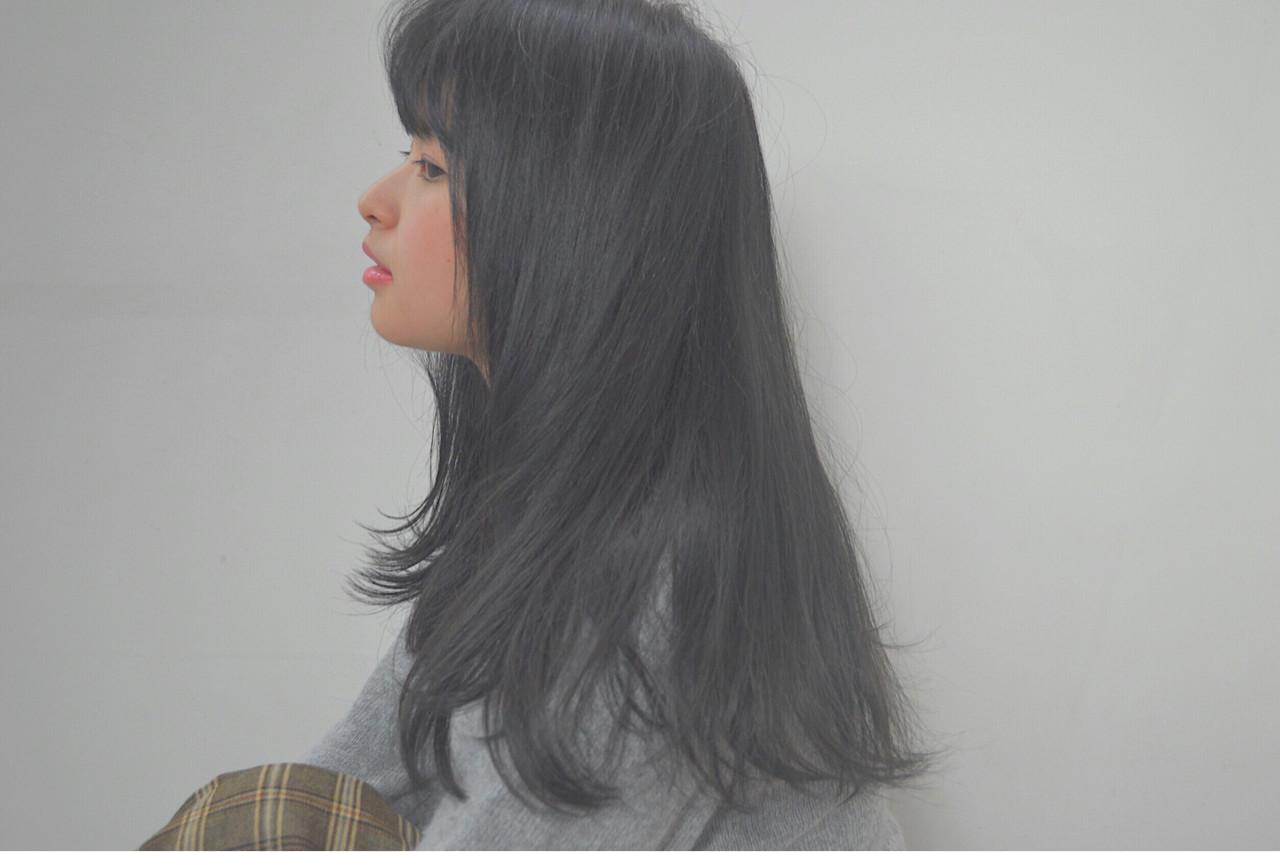 グレーっぽいシア感がおしゃれな黒髪ロングヘア Reina