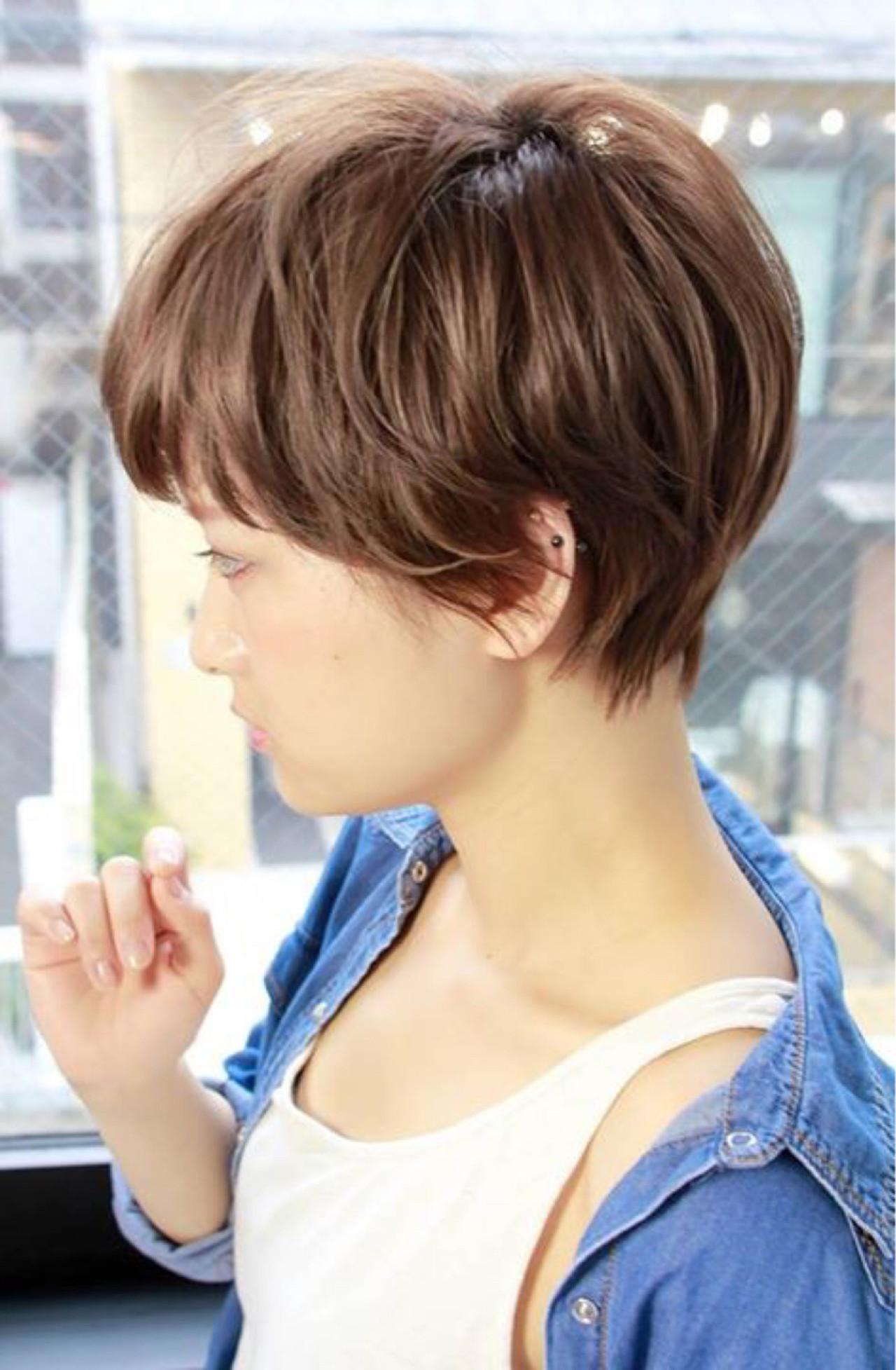 グレージュ ナチュラル 小顔 ショート ヘアスタイルや髪型の写真・画像