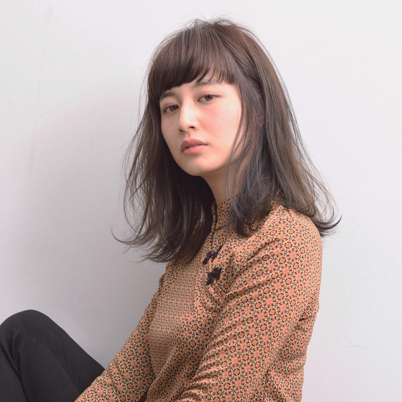 リラックス ショートバング オン眉 ナチュラル ヘアスタイルや髪型の写真・画像
