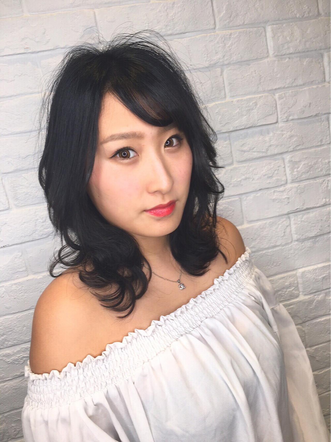 黒髪ミディアムは毛先パーマと流し前髪でキュートに♡ 筒井 隆由 | shanghai