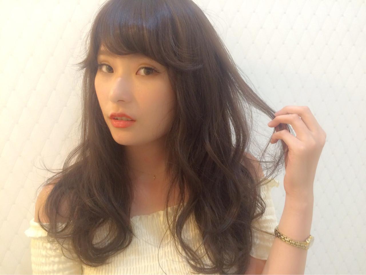 黒髪×ゆるふわパーマのデート向けスタイル narumi