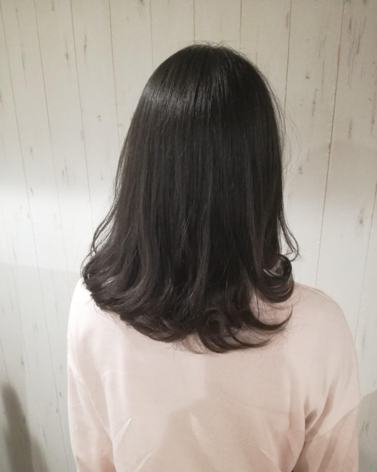 ミディアム 暗髪 アッシュ ナチュラル ヘアスタイルや髪型の写真・画像