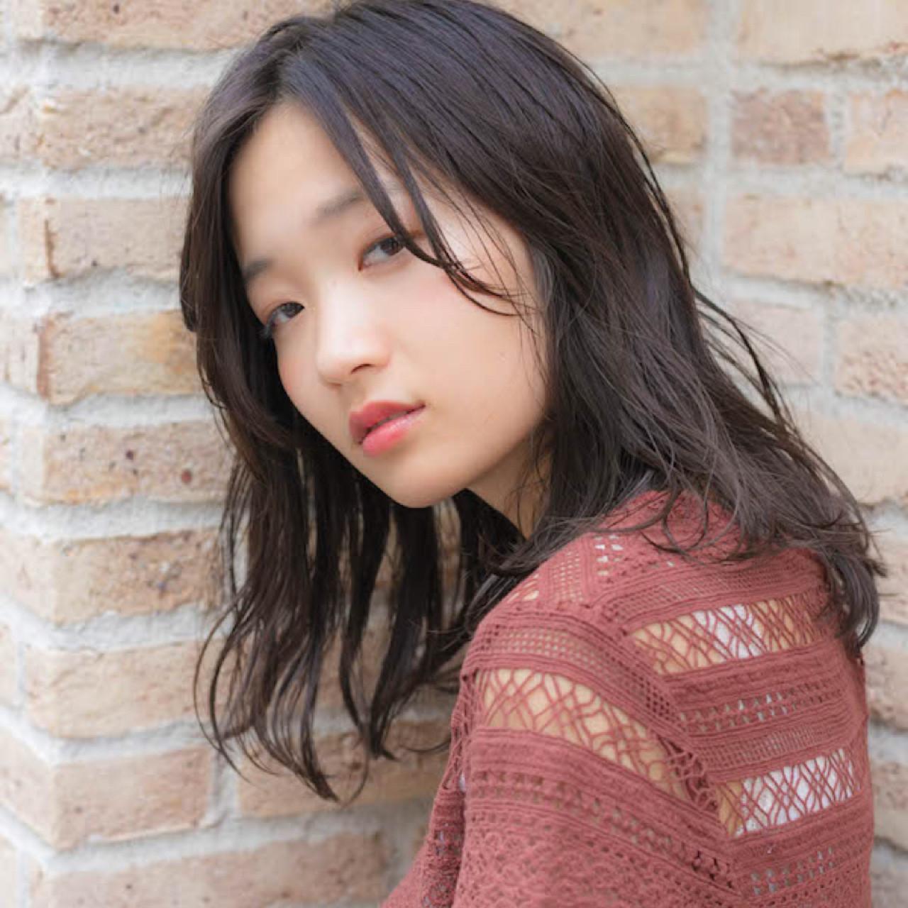 大人かわいい パーマ グレージュ ミディアム ヘアスタイルや髪型の写真・画像