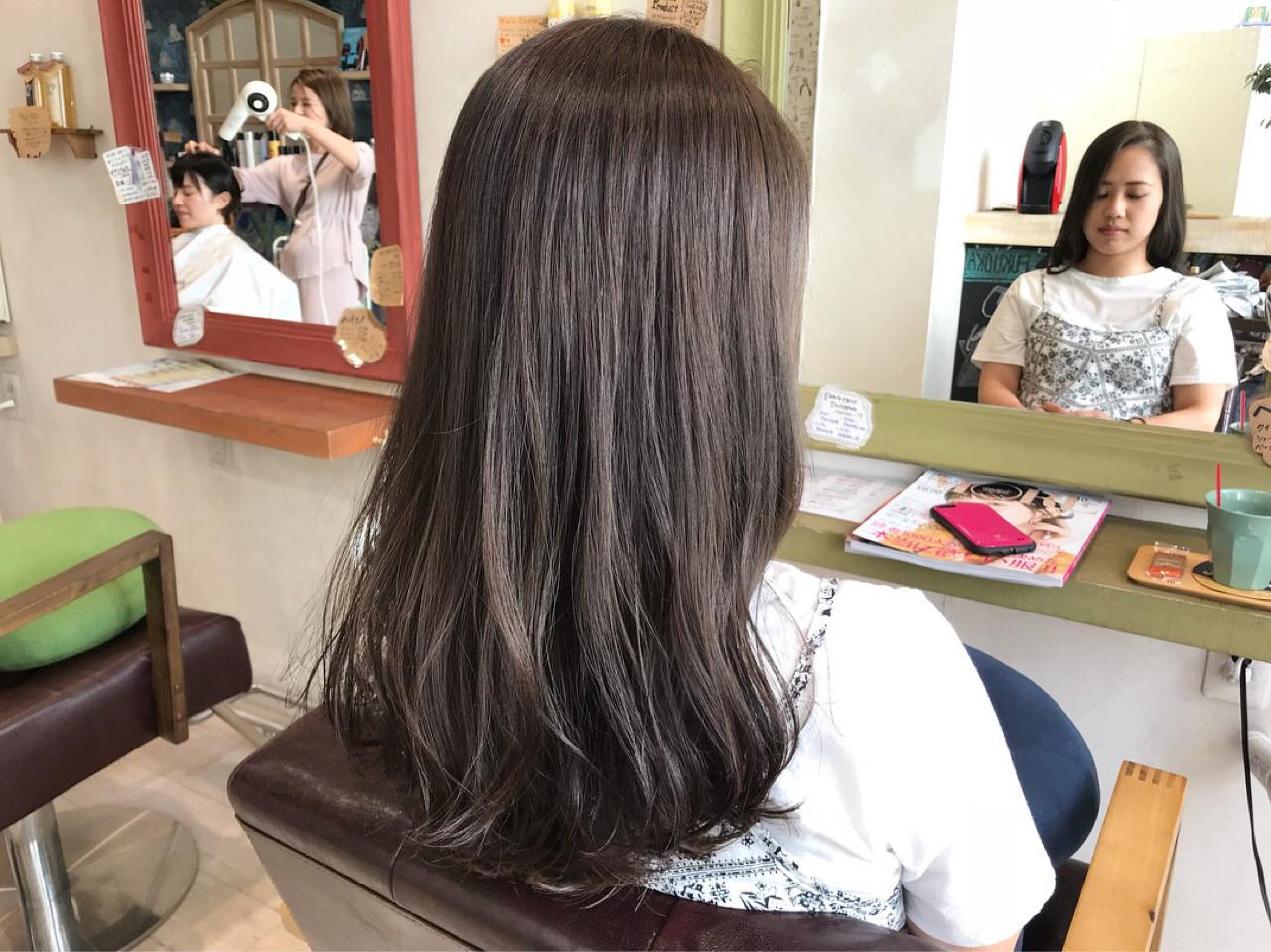 ナチュラル セミロング グレージュ 暗髪 ヘアスタイルや髪型の写真・画像