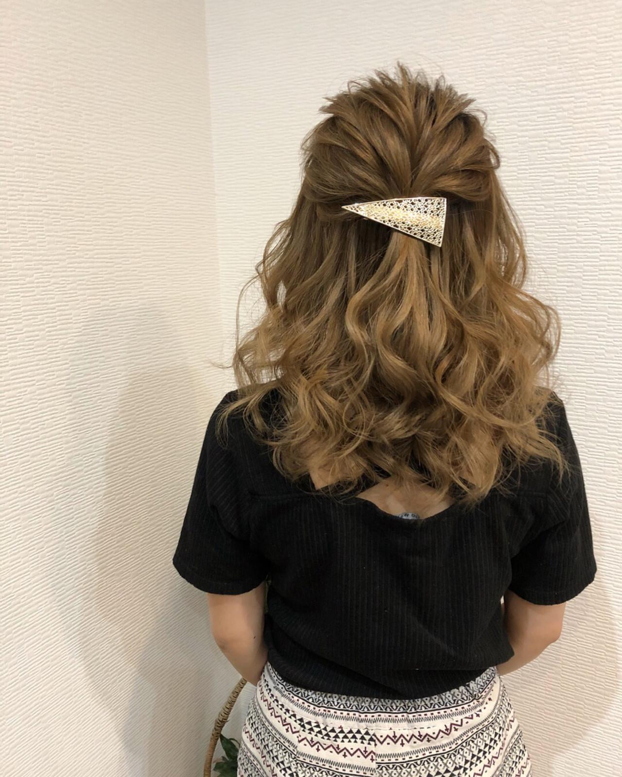フェミニン ルーズ ミディアム ハーフアップ ヘアスタイルや髪型の写真・画像