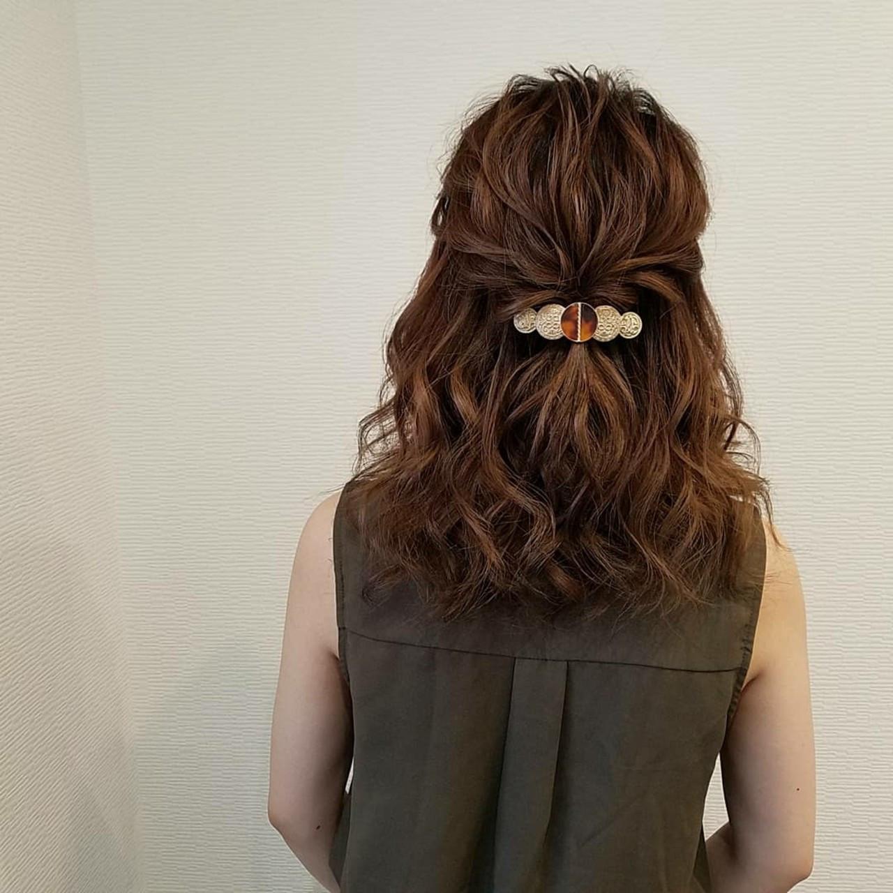 ハーフアップ ねじり フェミニン ミディアム ヘアスタイルや髪型の写真・画像