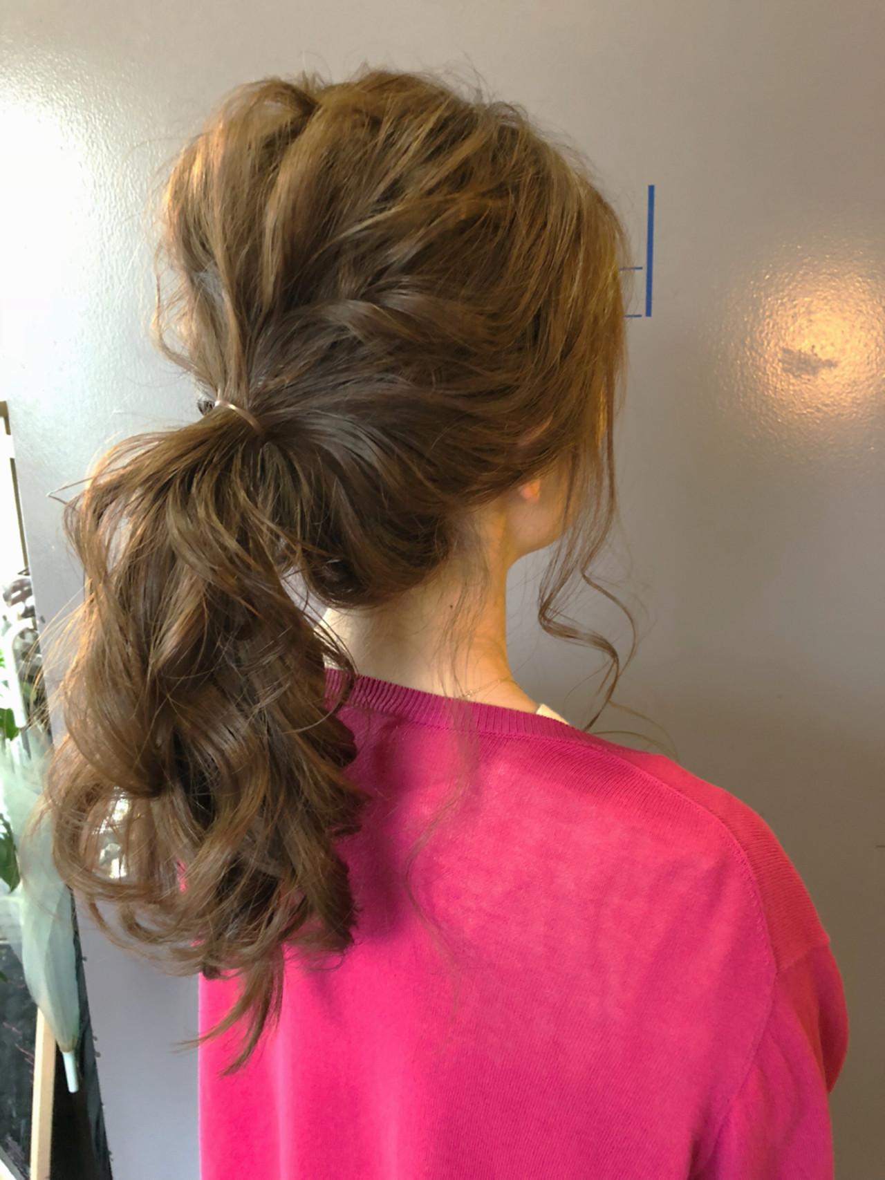 オフィス 結婚式 簡単ヘアアレンジ ナチュラル ヘアスタイルや髪型の写真・画像