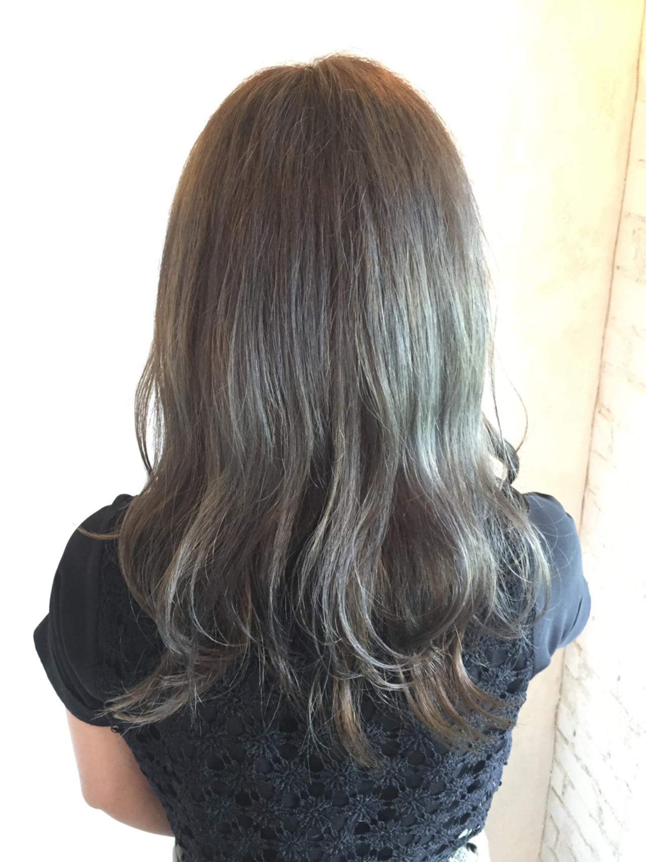 セミロング ブリーチ ガーリー グレージュ ヘアスタイルや髪型の写真・画像