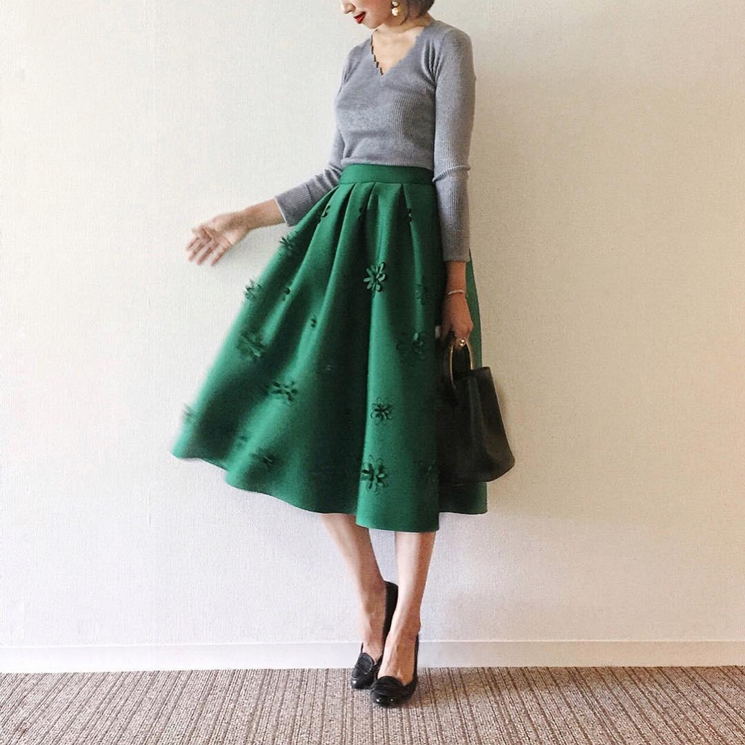 エレガントなグリーンのフレアスカート poconyan.co