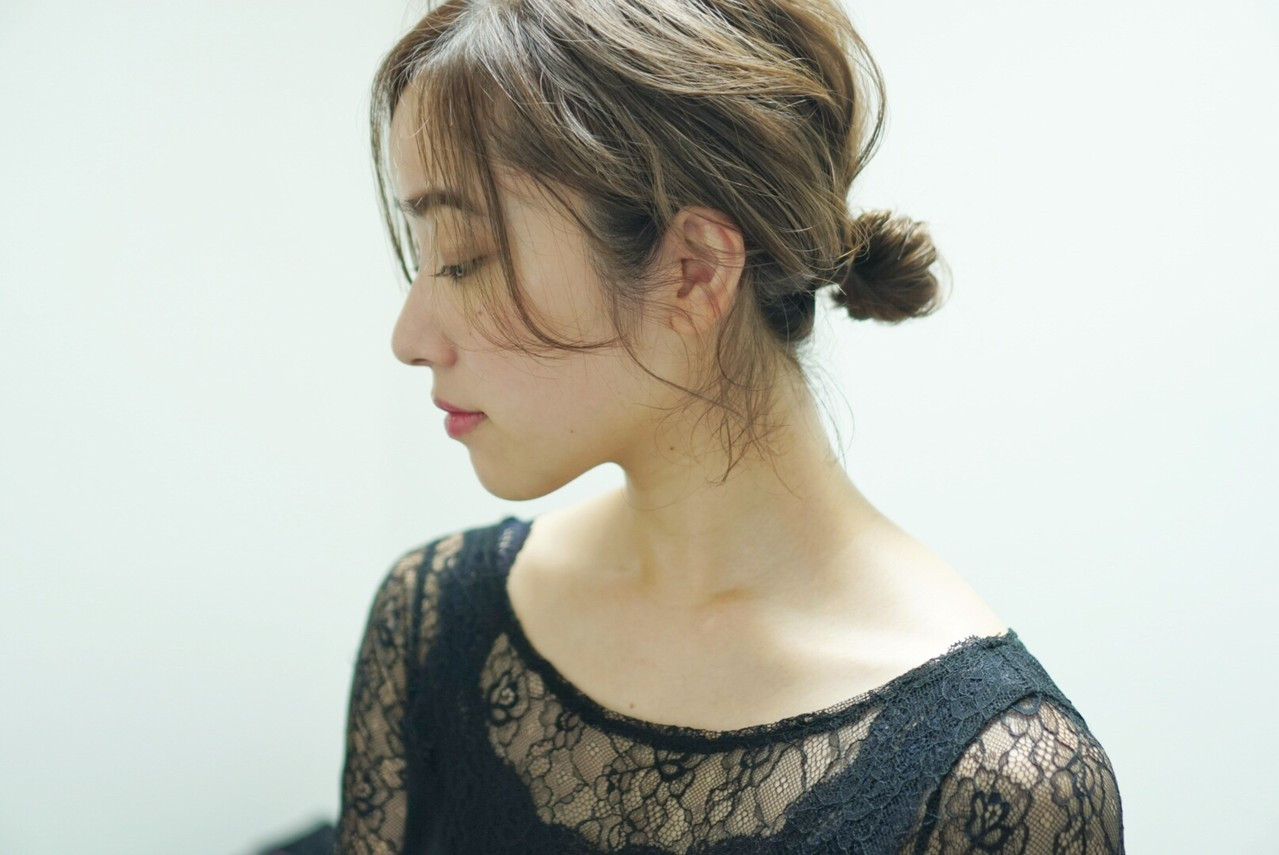 フェミニン ヘアアレンジ ミディアム シニヨン ヘアスタイルや髪型の写真・画像