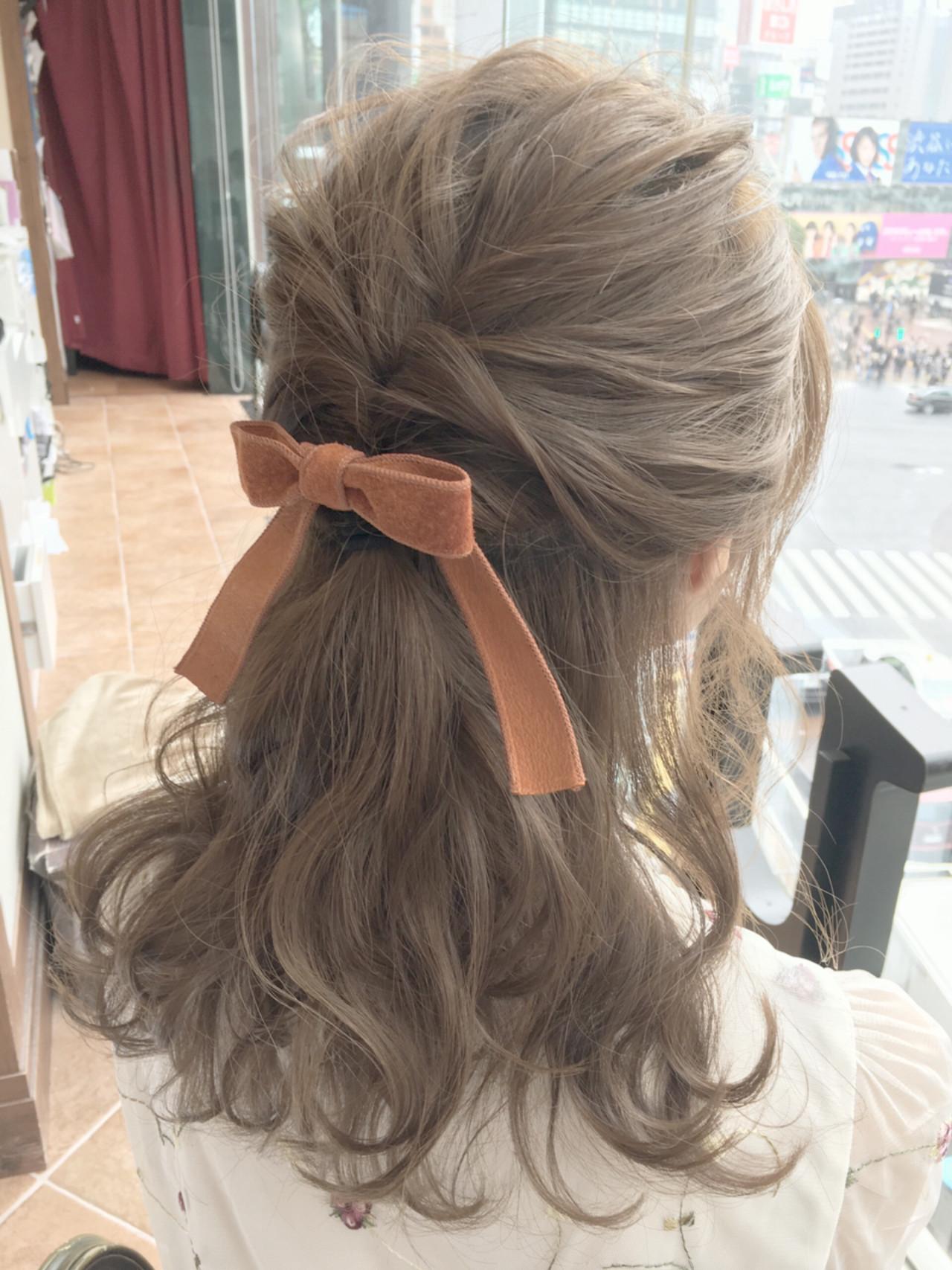 セルフヘアアレンジ ミルクティー ハイライト フェミニン ヘアスタイルや髪型の写真・画像