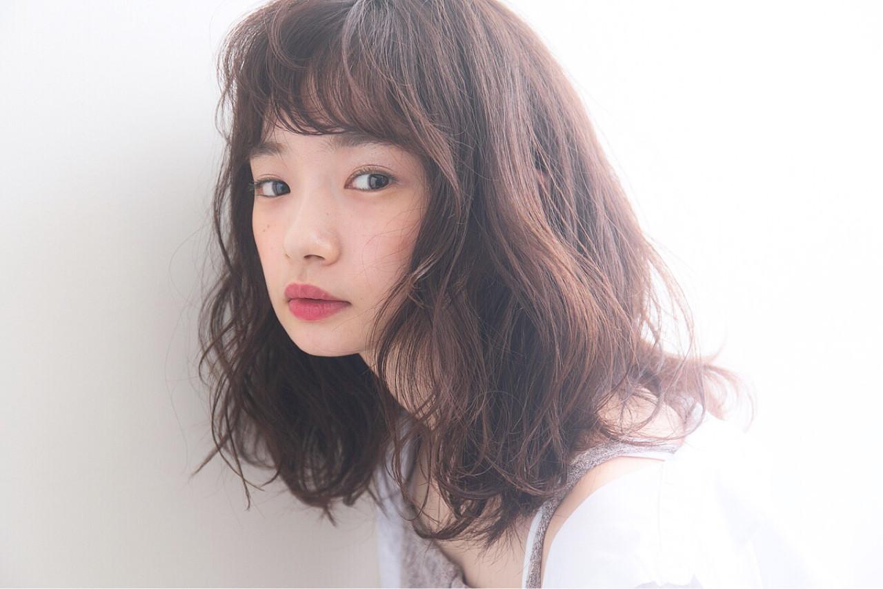 栗色ヘアーは秋冬コーデとの相性バッチリ 伊藤愛子