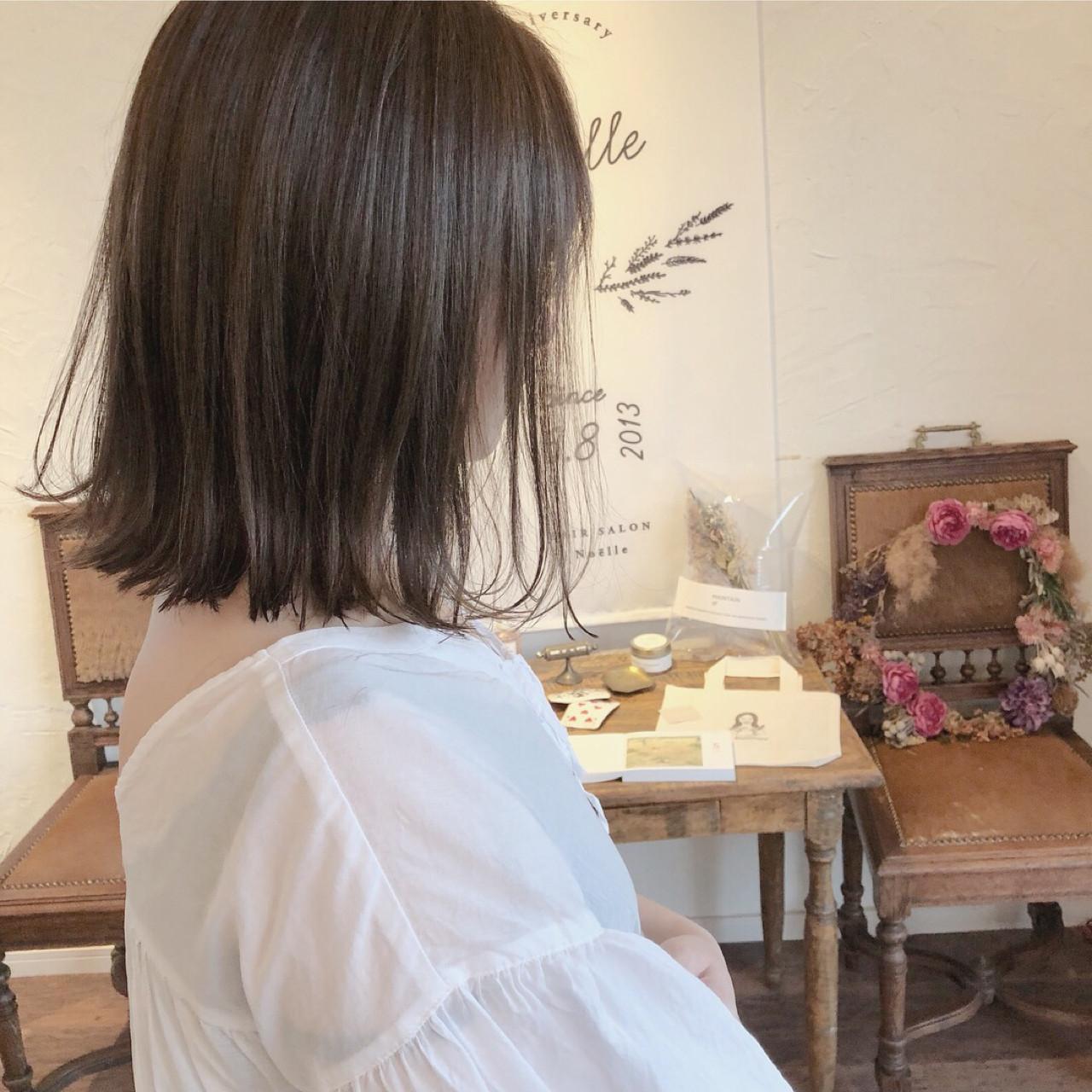 カール ハイライト グレージュ 外ハネ ヘアスタイルや髪型の写真・画像