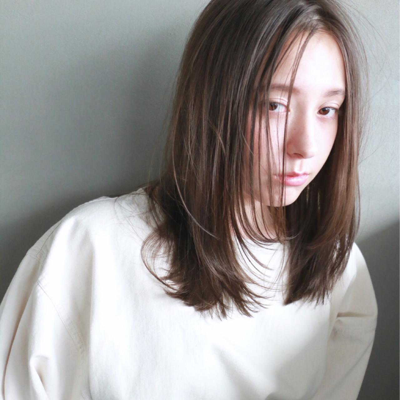 ストレート フレンチセピアアッシュ ミディアム ナチュラル ヘアスタイルや髪型の写真・画像