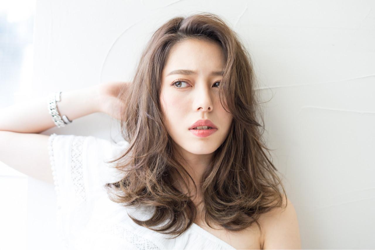 前髪あり かき上げ前髪 ハイトーン 外国人風 ヘアスタイルや髪型の写真・画像