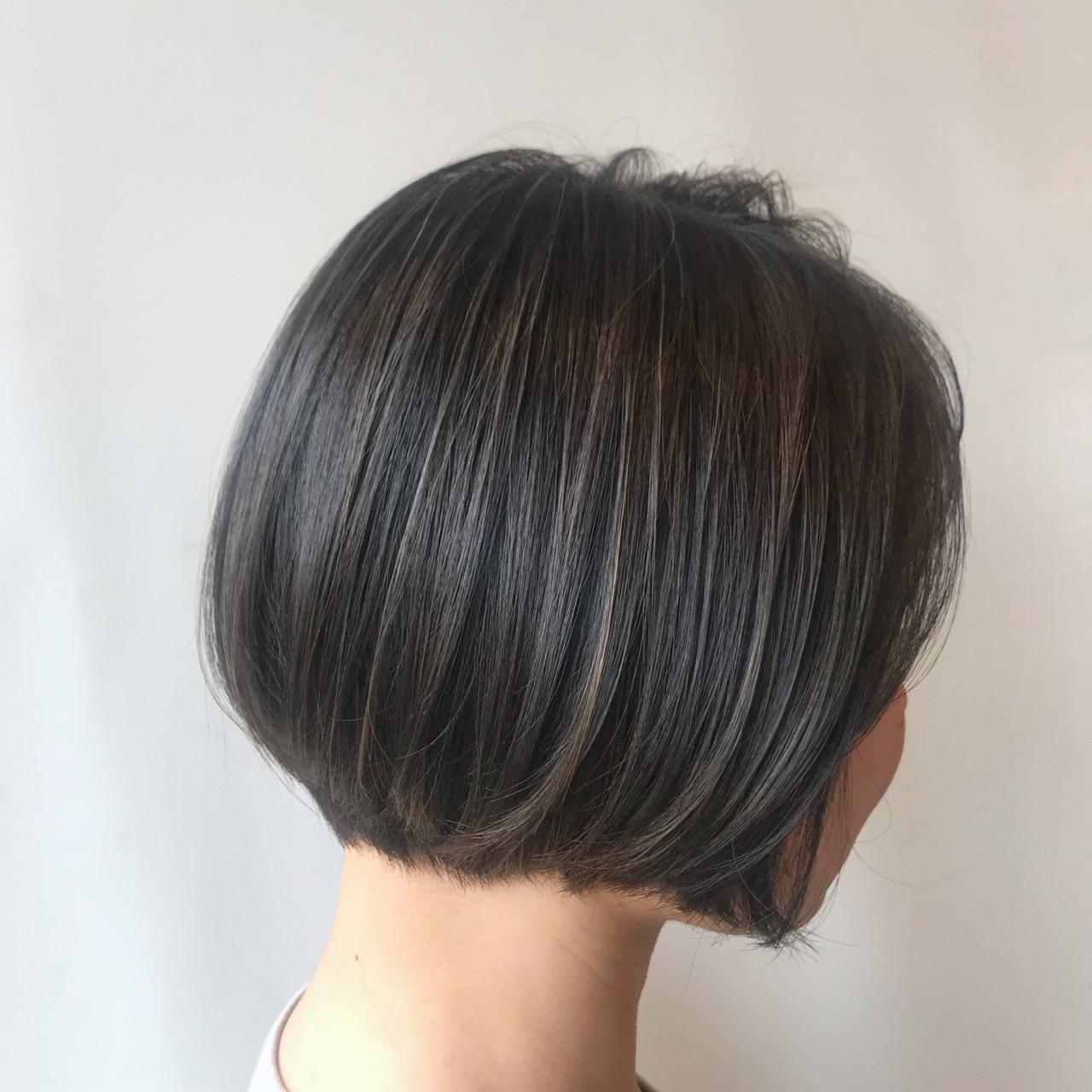 ハイライト オフィス ボブ アッシュグレー ヘアスタイルや髪型の写真・画像