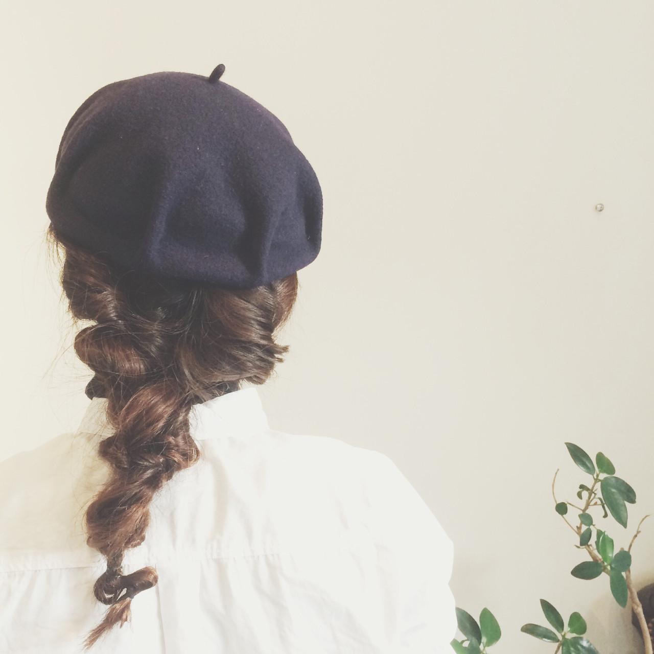 ねじねじひとつ結び×ベレー帽で垢抜けヘア ayami