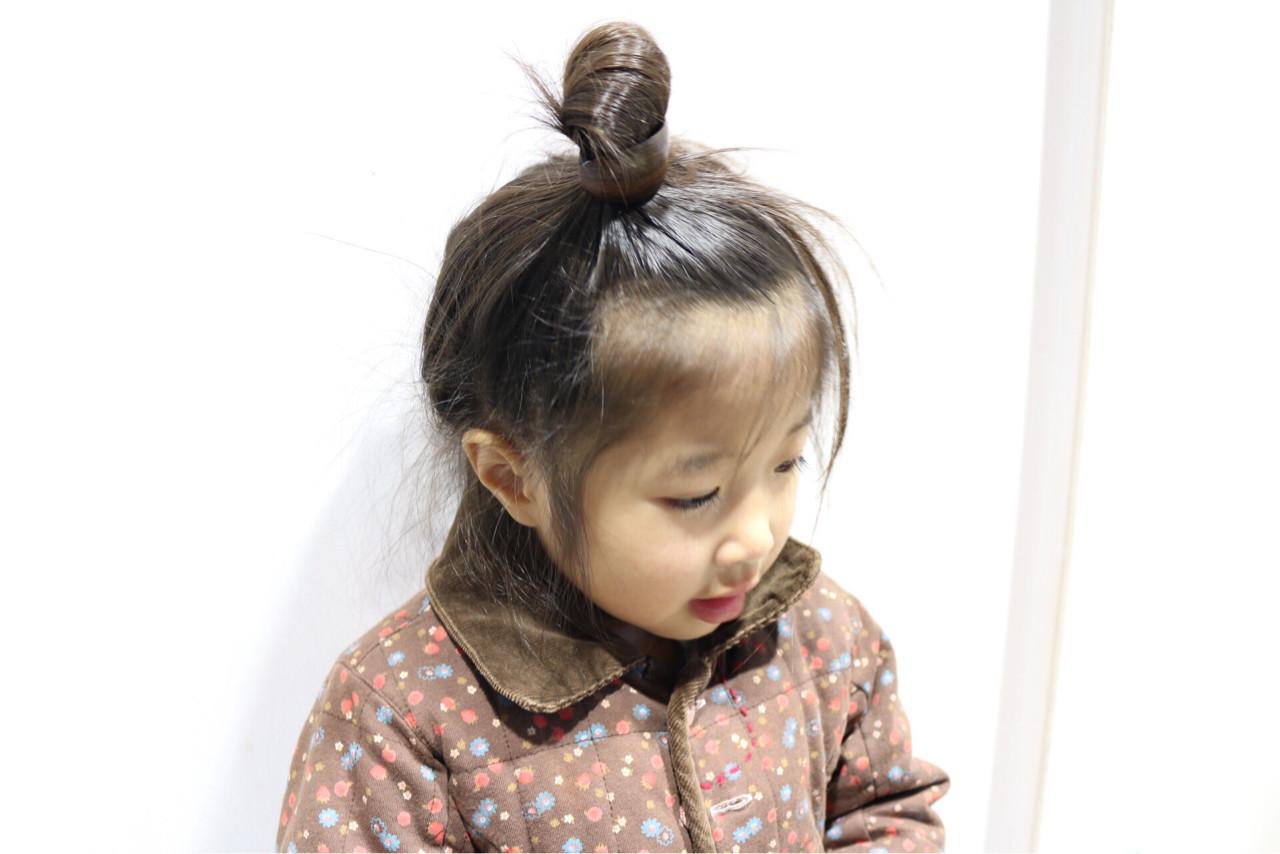 ナチュラル 子供 ヘアアレンジ セミロング ヘアスタイルや髪型の写真・画像